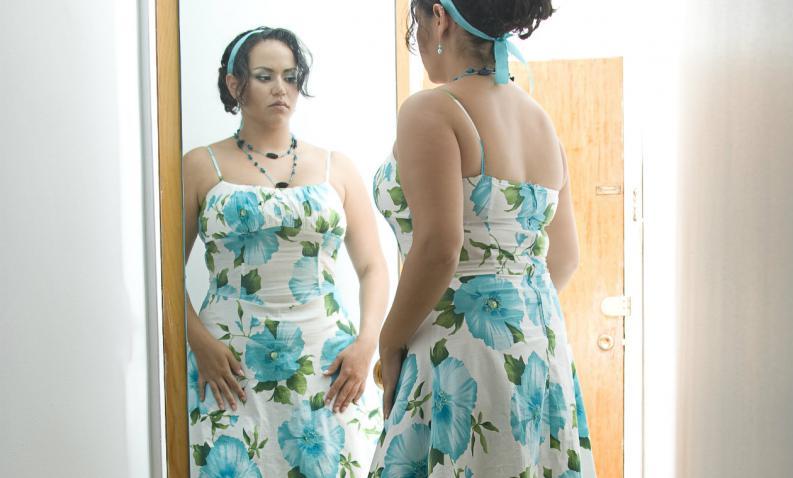 10-situaciones-en-las-que-las-mujeres-nos-vemos-diferente-en-el-espejo