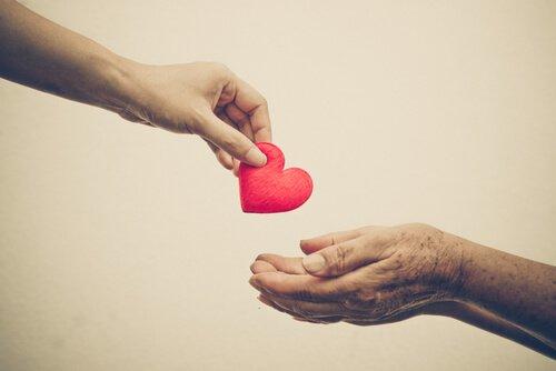 dar-corazon-ayudar