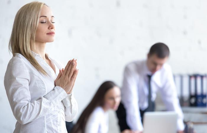 oracion-para-que-las-cosas-mejoren-en-el-trabajo-678840