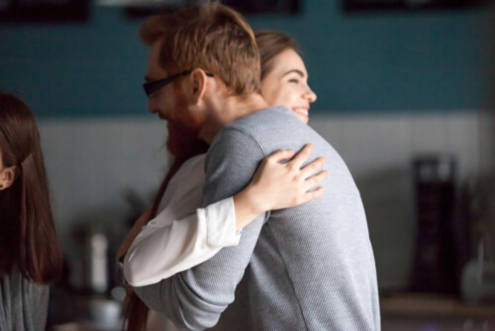 amigos-abrazandose