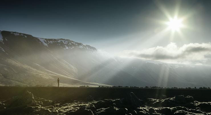 1140-man-landscape-sun-rays-esp.imgcache.rev0f6f336639bcbeac55462c544947db8d
