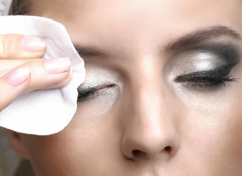 como-remover-maquillaje 1