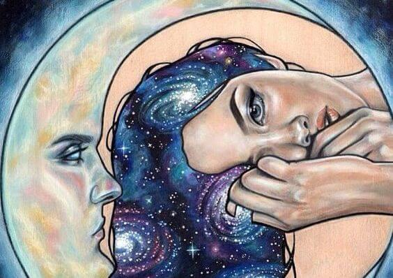 mujer-al-lado-de-una-media-luna