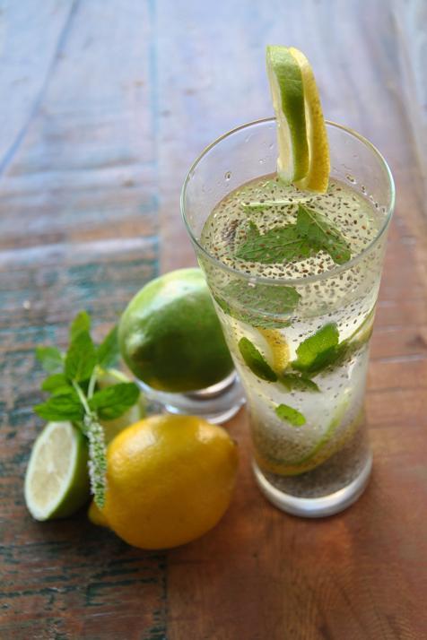 agua-con-limon-chia-krt-U70636421273BP-476x714@MujerHoy